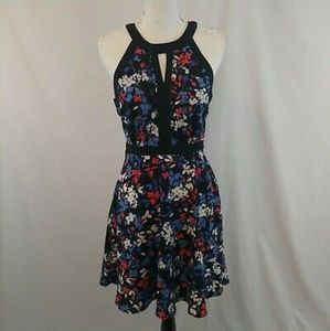 *NWT* ELLE Sleeveless Size 10 Floral Mid-Length
